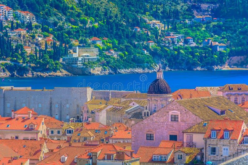 Среднеземноморская архитектура в городке Дубровника старом, Хорватии стоковое изображение rf