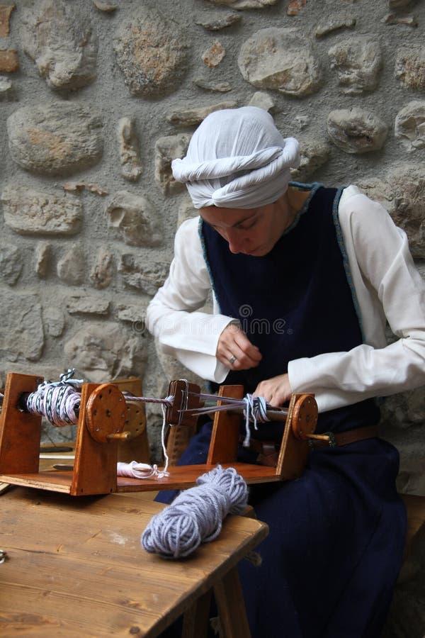 Средние возрасты в рынке Erba средневековом - районе Villincino понедельника 13-ое мая 2018 стоковое фото
