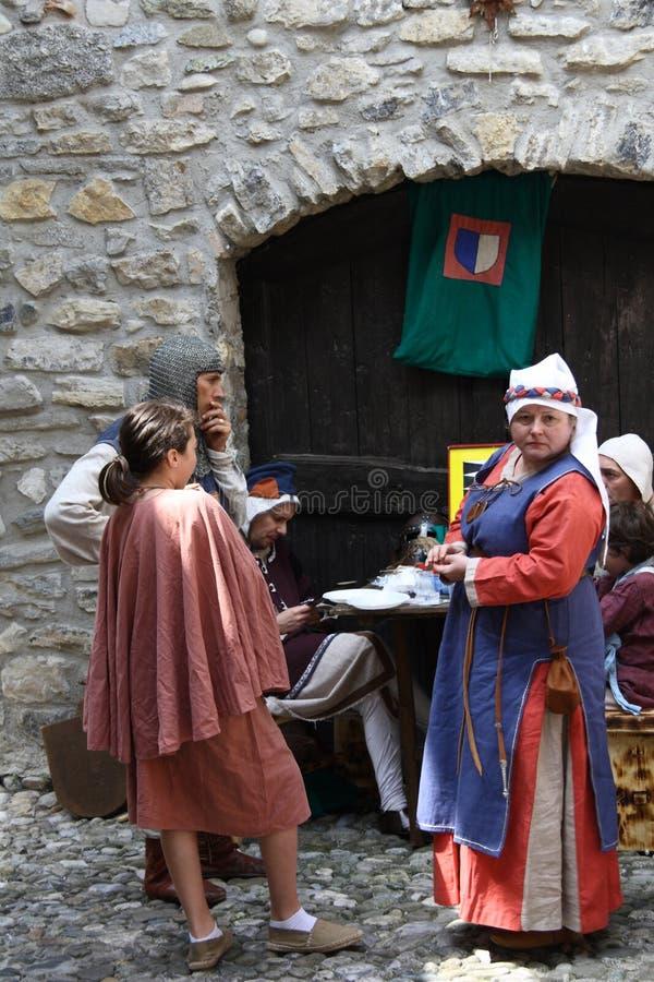 Средние возрасты в рынке Erba средневековом - районе Villincino понедельника 13-ое мая 2018 стоковая фотография rf