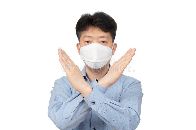 Средн-достигший возраста человек нося маску на белой предпосылке стоковые фотографии rf