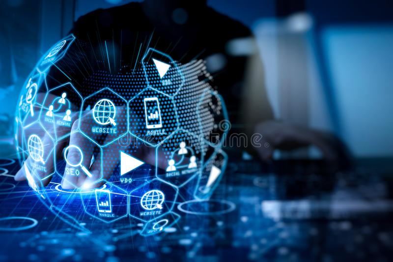 Средства массовой информации маркетинга цифров (объявление вебсайта, электронная почта, социальная сеть, SEO, стоковое изображение rf