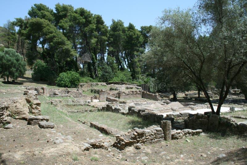 Среди археологических руин Олимпии стоковое изображение