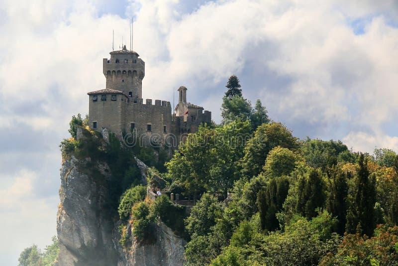 Средневековая башня De Ла Fratta или Cesta в Сан-Марино стоковое фото