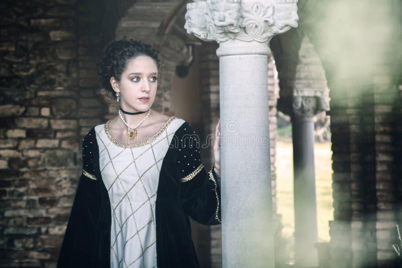 Средневековая женщина стоковые фото