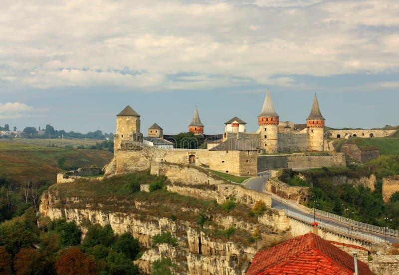 Download Средневековая крепость стоковое изображение. изображение насчитывающей выступлено - 33732725