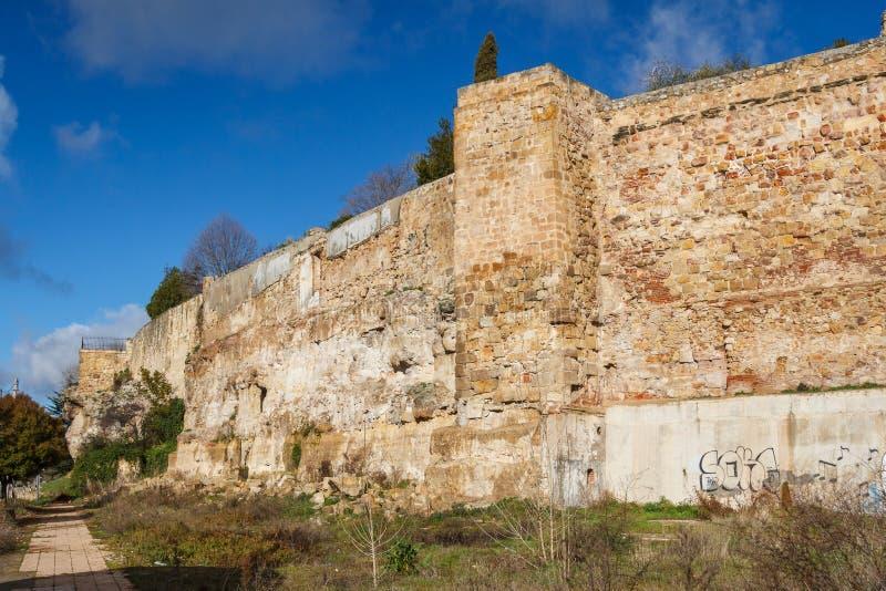 Средневековые стены города Саламанки стоковое фото rf