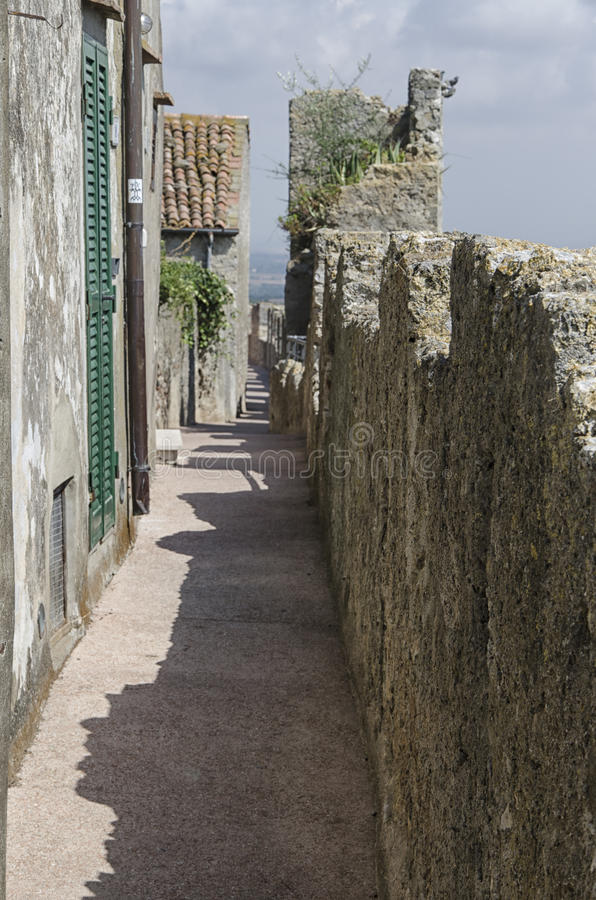 Средневековые стены деревни Capalbio стоковое фото