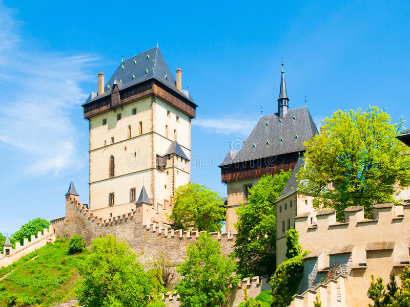 Средневековый готический королевский замок Karlstejn, чех Reoublic стоковая фотография rf