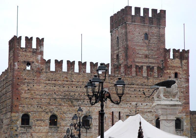 Средневековый замок и, который подогнали лев в Marostica в Виченца в венето (Италия) стоковая фотография