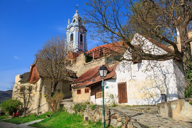 Средневековый монастырь Duernstein на реке Дунае в долине Wachau Нижняя Австрия стоковые изображения rf