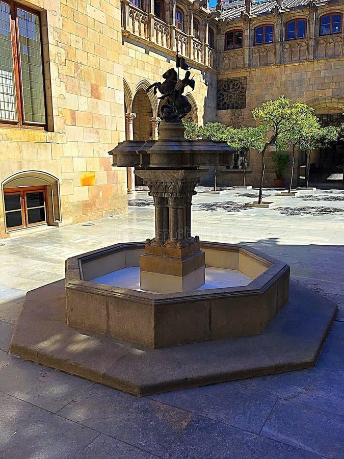 Средневековый фонтан стоковое фото rf