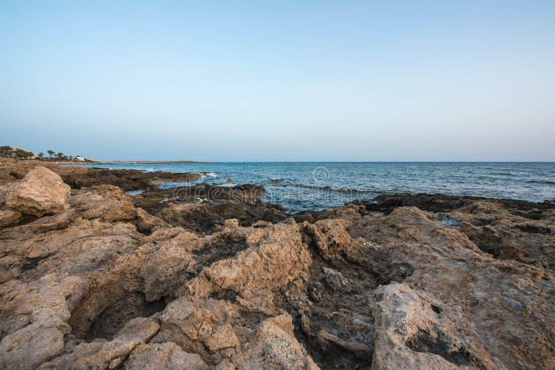 Среднеземноморское побережье в вечере стоковые фотографии rf