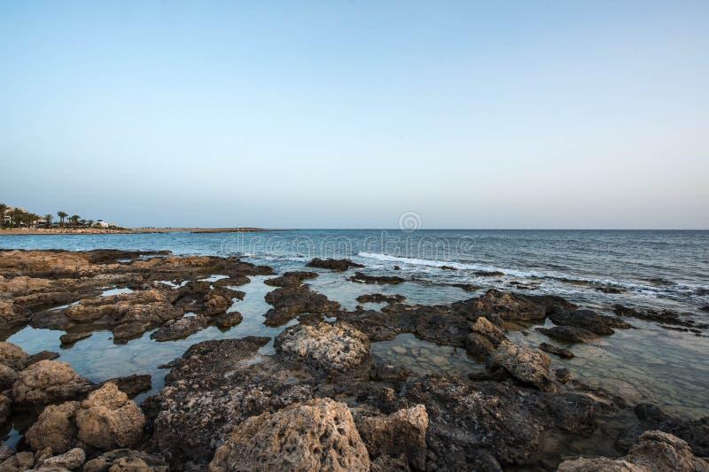 Среднеземноморское побережье в вечере стоковое фото