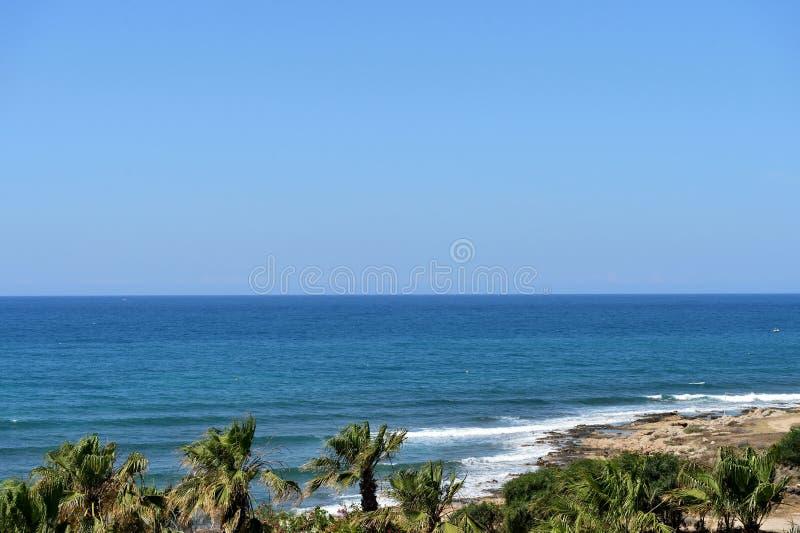 Среднеземноморское побережье в утре, Кипр стоковое изображение rf