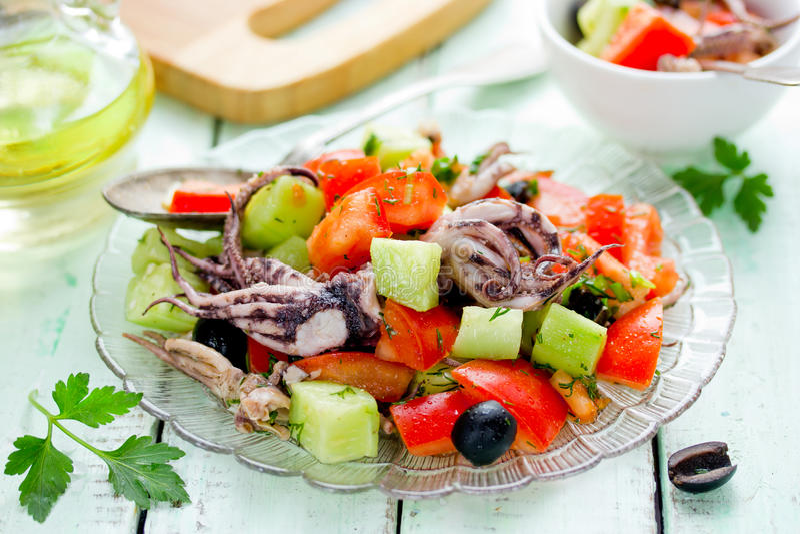 Среднеземноморской салат с осьминогом стоковые фотографии rf