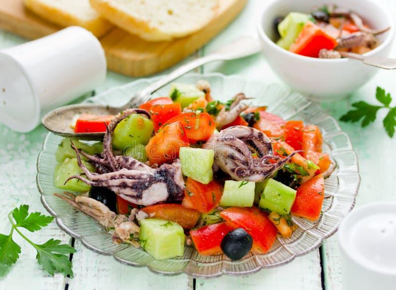 Среднеземноморской салат с осьминогом стоковые изображения rf