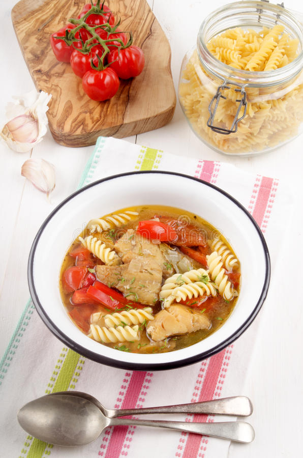 Среднеземноморской суп рыб в шаре стоковая фотография