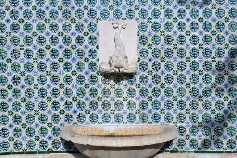 Среднеземноморской фонтан стиля стоковая фотография