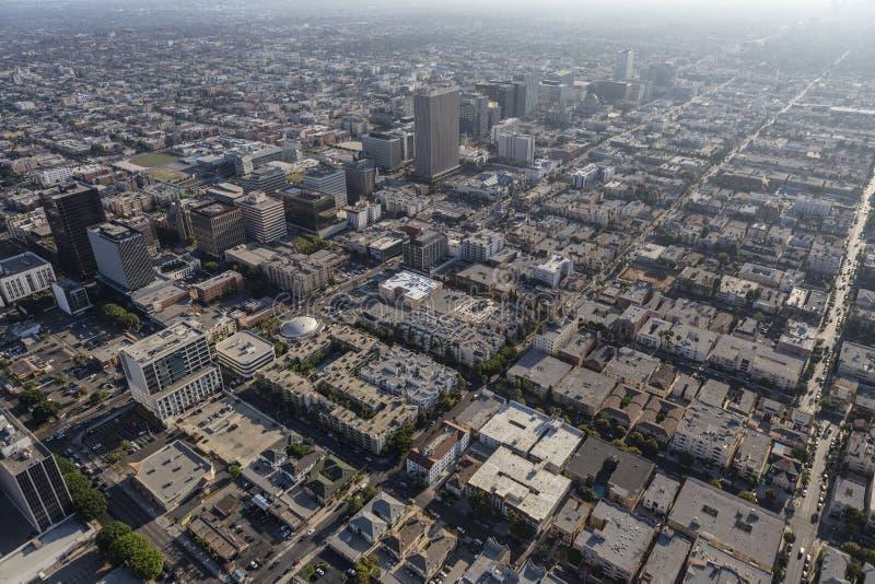 Средняя антенна после полудня лета Лос-Анджелеса города стоковое изображение