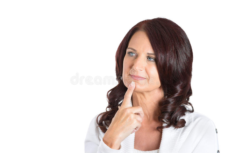 Средняя постаретая женщина daydreaming стоковые фото