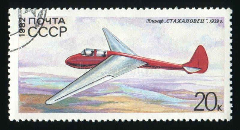СССР - ОКОЛО 1982: Штемпель столба напечатанный в СССР показывает планер Stakhanovets, около 1982 стоковые фотографии rf