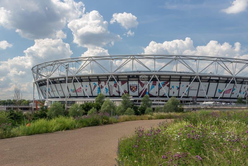 Стадион Лондона, стадион West Ham United в парке ферзя Элизабет олимпийском, стоковые фотографии rf
