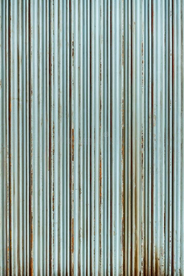 Стальная деревенская винтажная свертывая дверь Деревенская текстура двери шторки Улучшите для предпосылки стоковая фотография rf