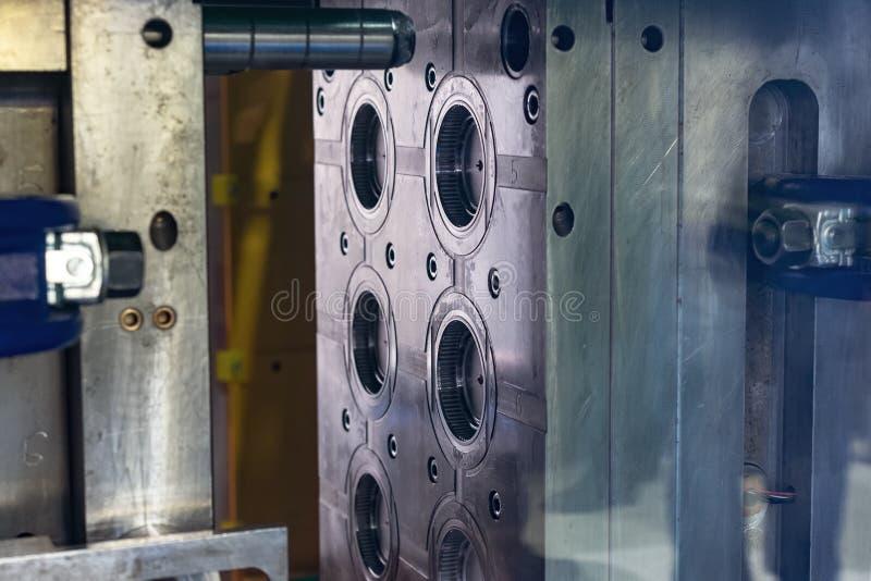 Стальная изложница Главным образом часть деятельности пластичной машины инжекционного метода литья стоковые фото