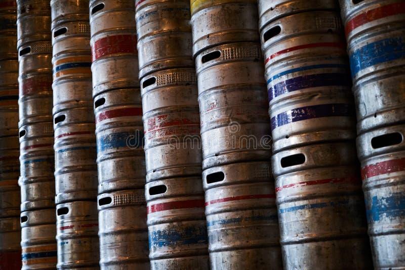 Стальная текстура предпосылки стены бочонков пива, конец-вверх стоковое фото rf