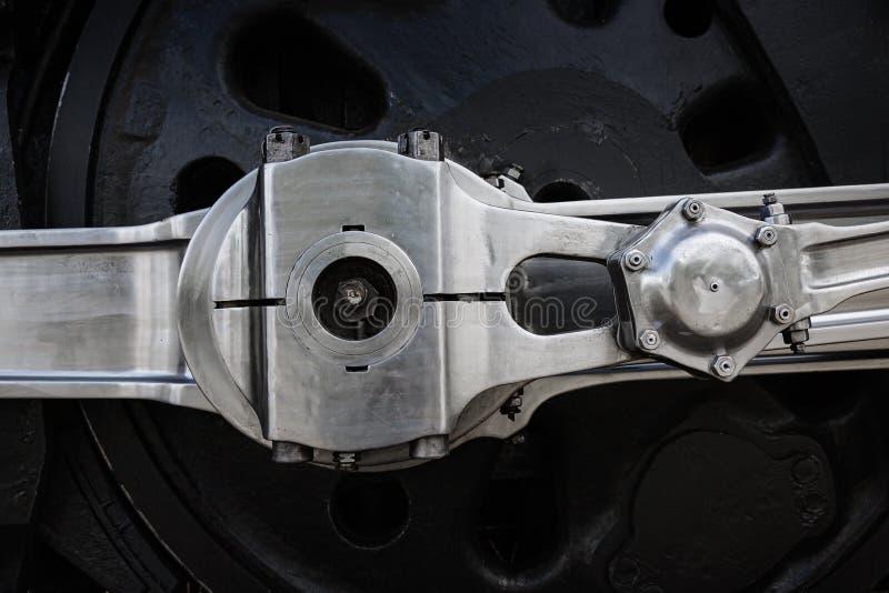 Стальное колесо винтажного парового локомотива стоковое изображение