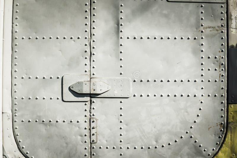 Стальные заклепки круглой головки в теле листа алюминиевом воздушных судн стоковое изображение