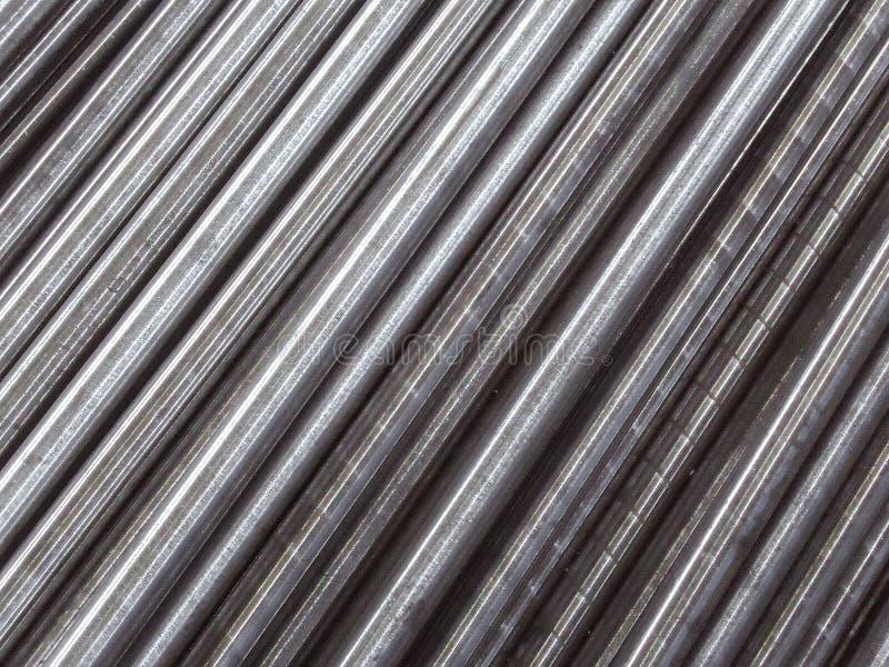 Стальные трубы и штанги клали параллель к диагонали абстрактная предпосылка промышленная стоковые фотографии rf