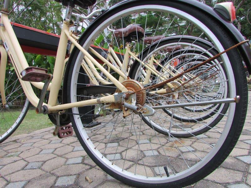 Сталь места для стоянки велосипеда стоковое фото rf