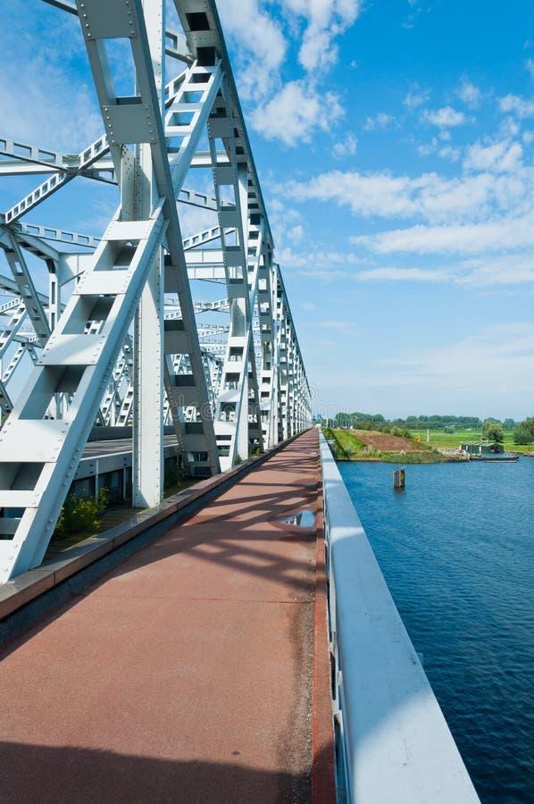 сталь путя моста велосипеда старая стоковая фотография rf