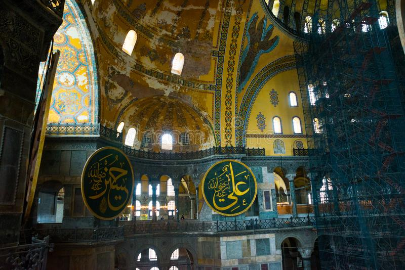СТАМБУЛ, Турция: Интерьер мечети Hagia Софии в Стамбуле, Турции Hagia Sophia бывшая правоверная патриархальная базилика, стоковое изображение