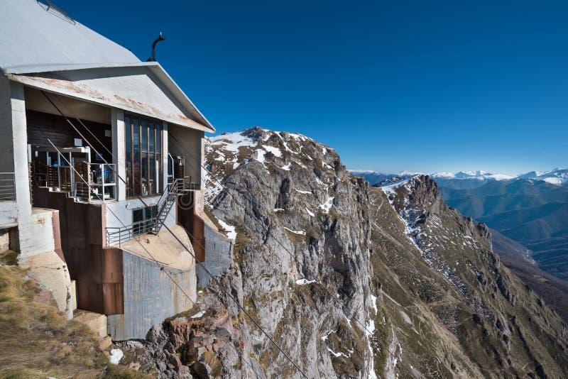 Станция в горах Picos de Европы, Кантабрия фуникулера, Испания стоковые изображения rf