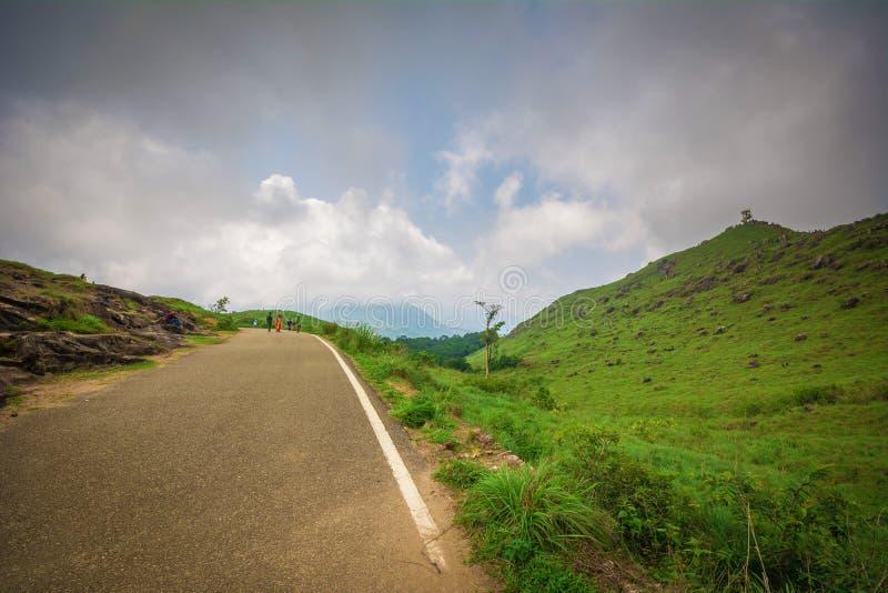 Станция и дорога холма Ponmudi стоковое фото