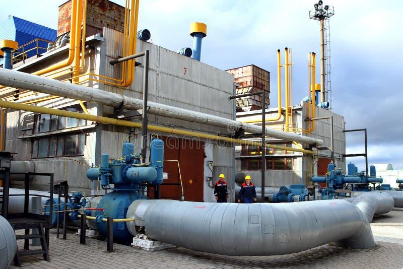 Станция компрессора газа работника тренировки чрезвычайной помощи в c стоковая фотография