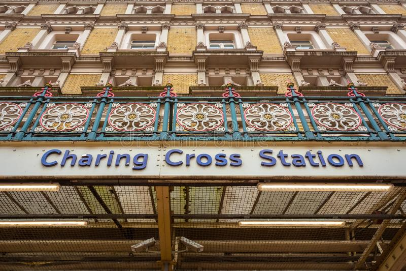 Станция креста Charing в Лондоне, Великобритании стоковые фотографии rf