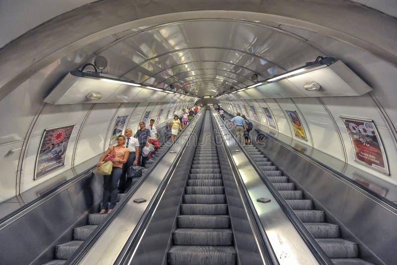 Download Станция метро Праги, чехия редакционное изображение. изображение насчитывающей день - 50988260