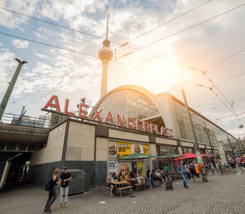 станция метро Alexanderplatz - Берлин - Германия стоковые фотографии rf