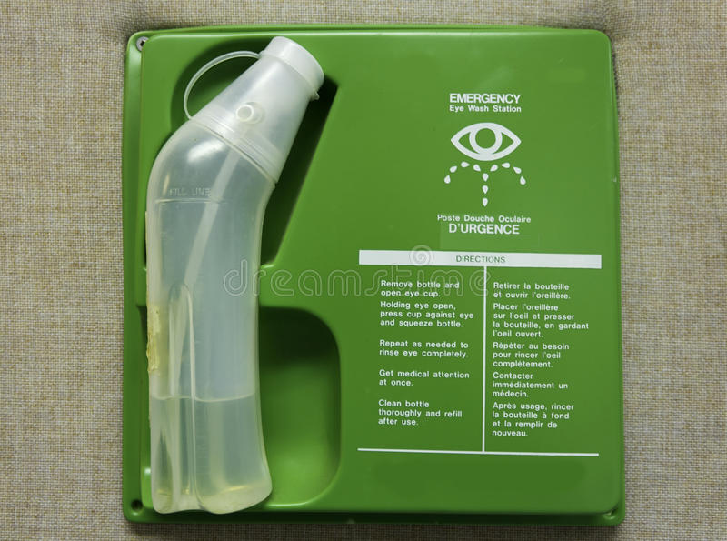 Станция мытья глаза скорой помощи стоковые фотографии rf