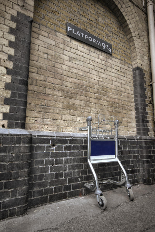 станция платформы 3 4 9 перекрестная королей стоковые фотографии rf