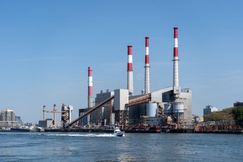 Станция по производству электроэнергии 'Равенсвуд' в Квинсе, Нью-Йорк стоковые фото
