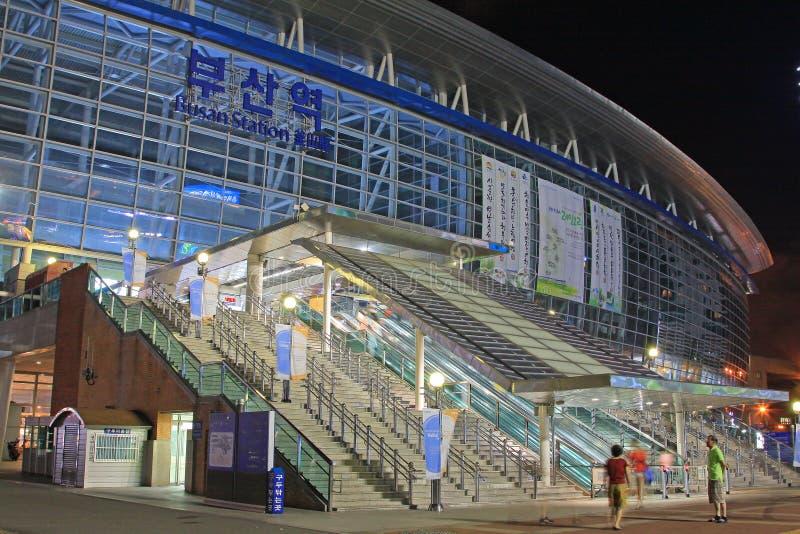 Станция Пусана на ноче стоковое изображение rf