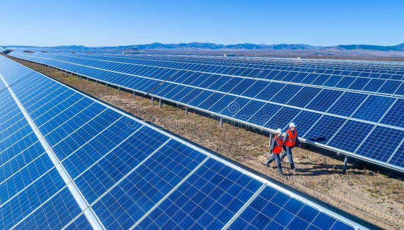 Станция солнечной энергии стоковые фото