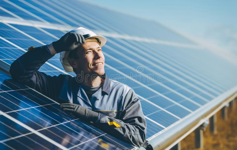 Станция солнечной энергии стоковая фотография rf
