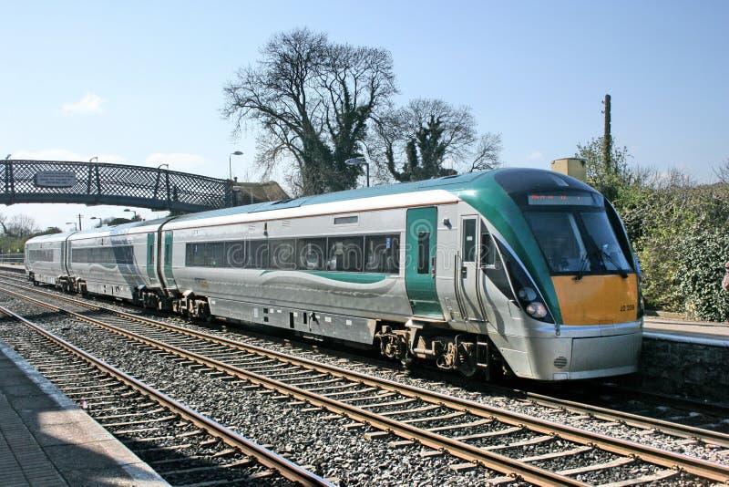 Станция Kildare, Ирландия, апрель 2010, обслуживание Iarnrod Eireann железнодорожное стоковая фотография rf