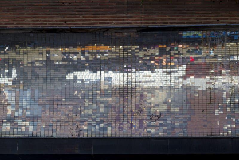 Старая абстрактная красочная квадратная предпосылка мозаики пиксела на str стены стоковая фотография rf