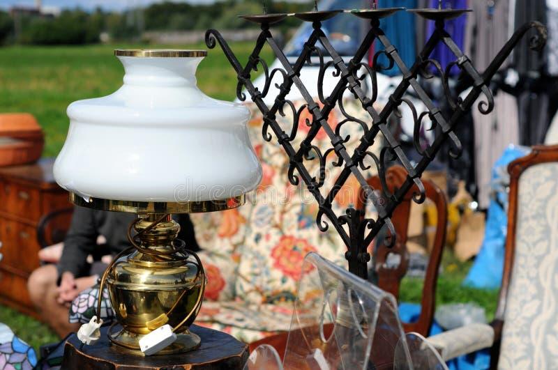Старая лампа парафина с железным блошинным держателя для свечи стоковое фото